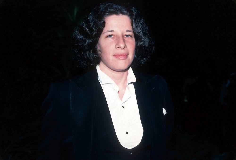 Fran Lebowitz en Nueva York, en 1981, vestida de esmoquin.