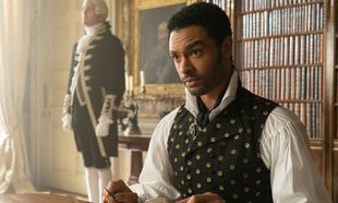 Regé-Jean Page interpreta a Simon, Duque de Hastings, el pratonista...