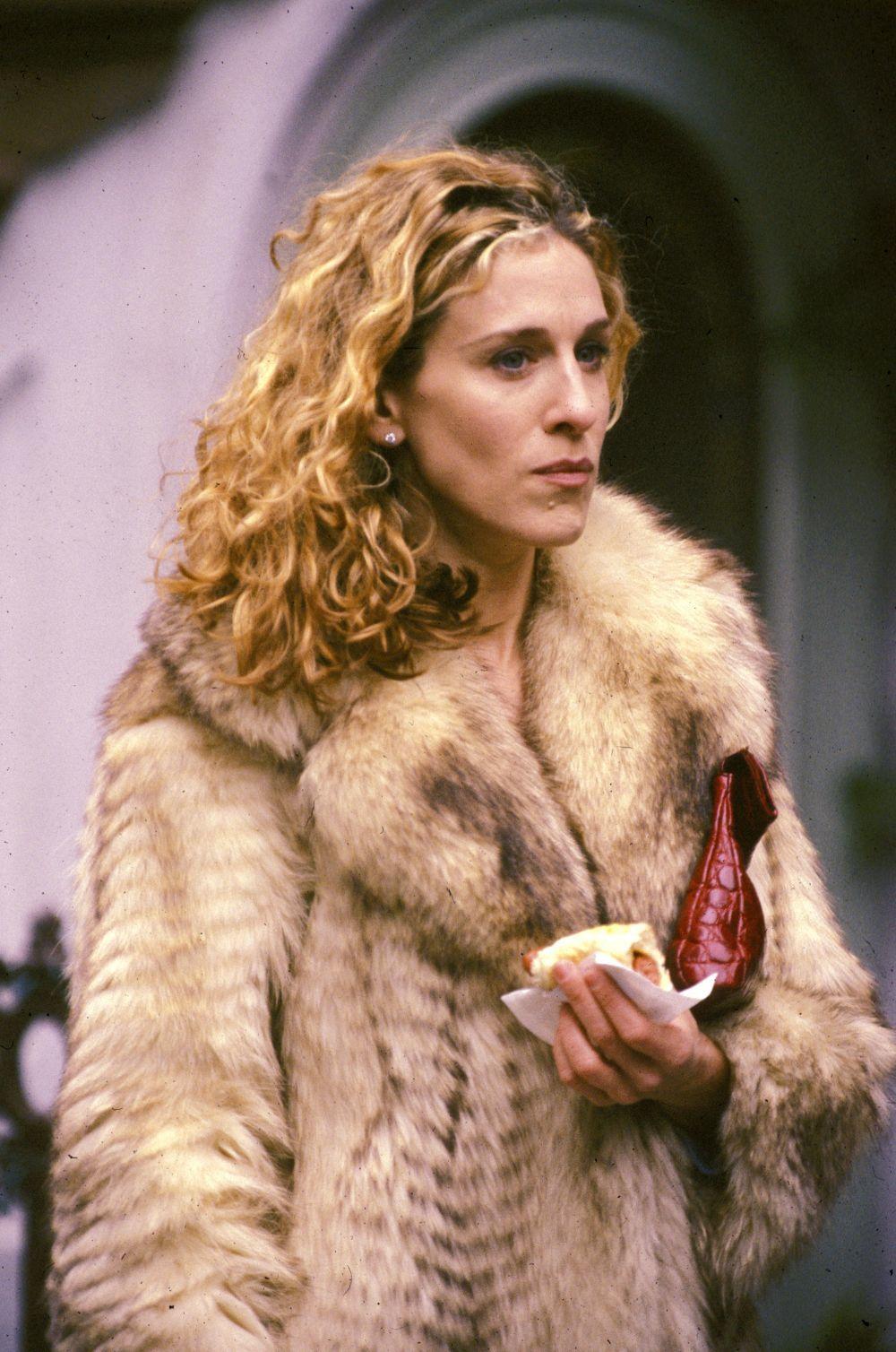 Quizá por su personaje o por sus gustos personales, Sarah Jessica Parker se identifica con Carrie en llevar sus uñas sin pintar siempre porque rara vez hemos visto a ambas con esmalte de uñas.