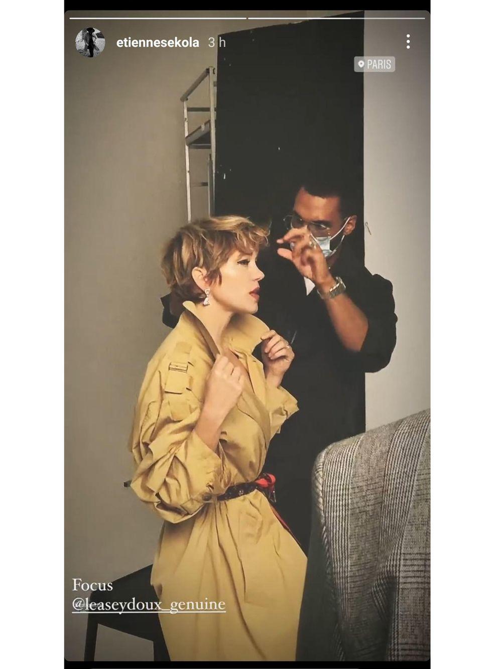 La actriz Léa Seydoux cambiando su look de pelo corto junto a Étienne Sekola.
