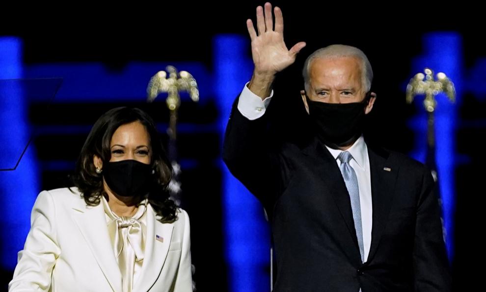 Kamala Harris y Joe Biden tras anunciarse su victoria, el 7 de...
