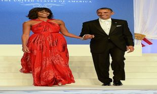 Barack y Michelle Obama llegan al baile en el Walter E. Washington...