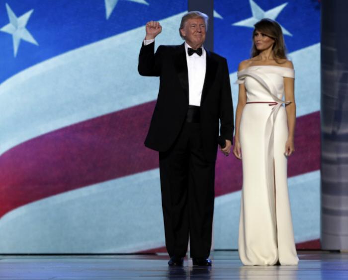 Donald y Melania Trump eligieron la mítica canción My Way de Frank Sinatra para inaugurar el baile.