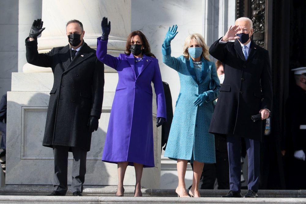 Kamala Harris junto a Joe Biden llegando a la toma de posesión.