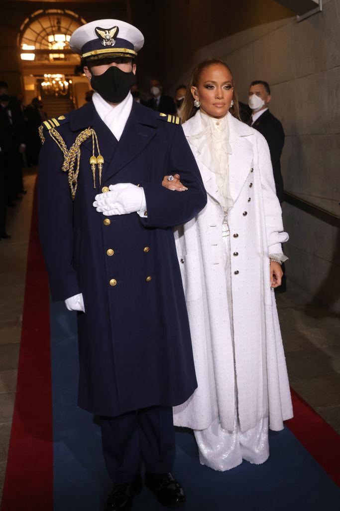 Jennifer Lopez, con un look firmado por Chanel, en la investidura de Joe Biden como presidente de Estados Unidos.