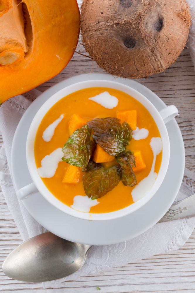Sopa Thai de calabaza, coliflor y curry.