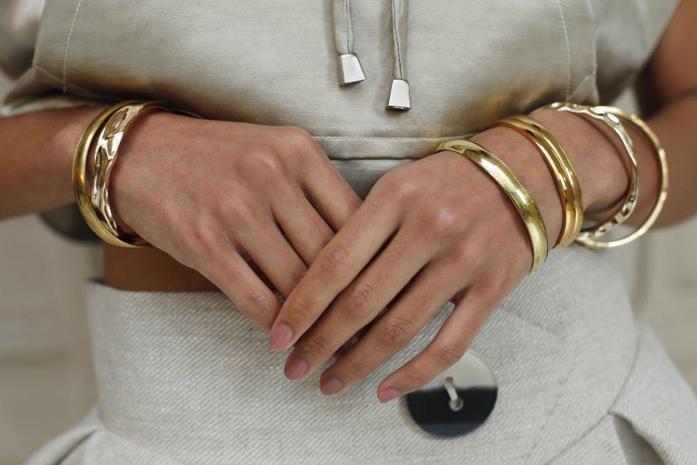 Las uñas trabajadas y muy naturales protagonizan muchos de los looks de manicuras de la temporada. Y nos encanta esta de la firma Costelloe.