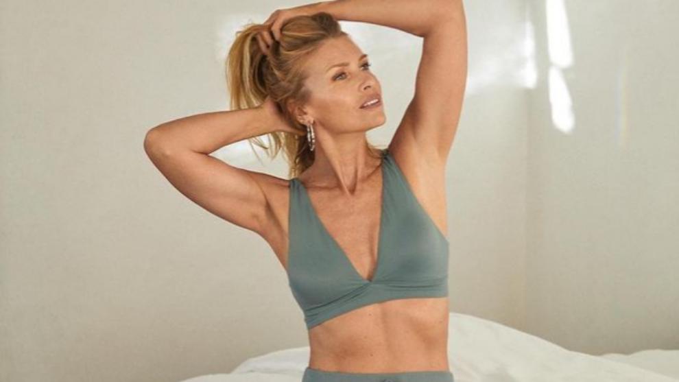 Daniela Pestova (50 años) posa en una de las campañas de Victoria's...