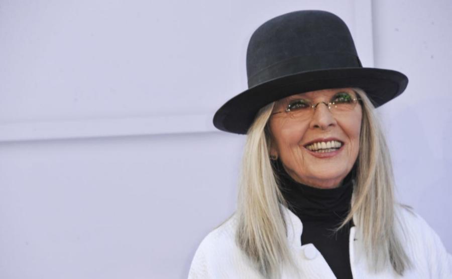 Diane Keaton demuestra que sus canas son únicas y nos las esconde.