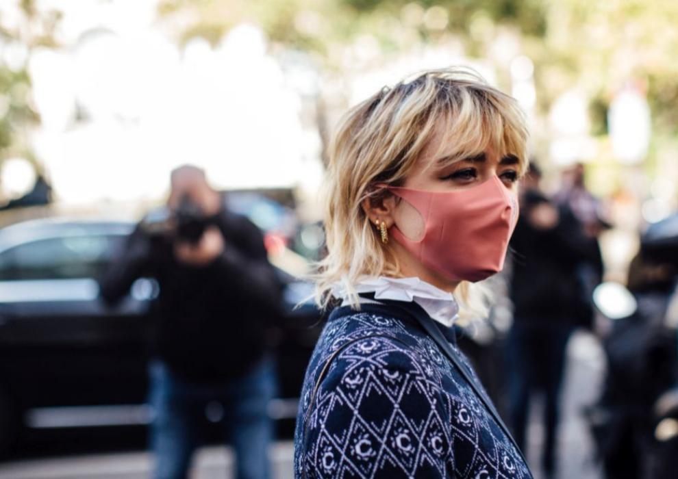 Maisie Williams con un corte mullet en tonos rubios. Antes, la actriz ha probado el tono rosa y otros fantasía que demuestran que el color de pelo es el nuevo maquillaje.