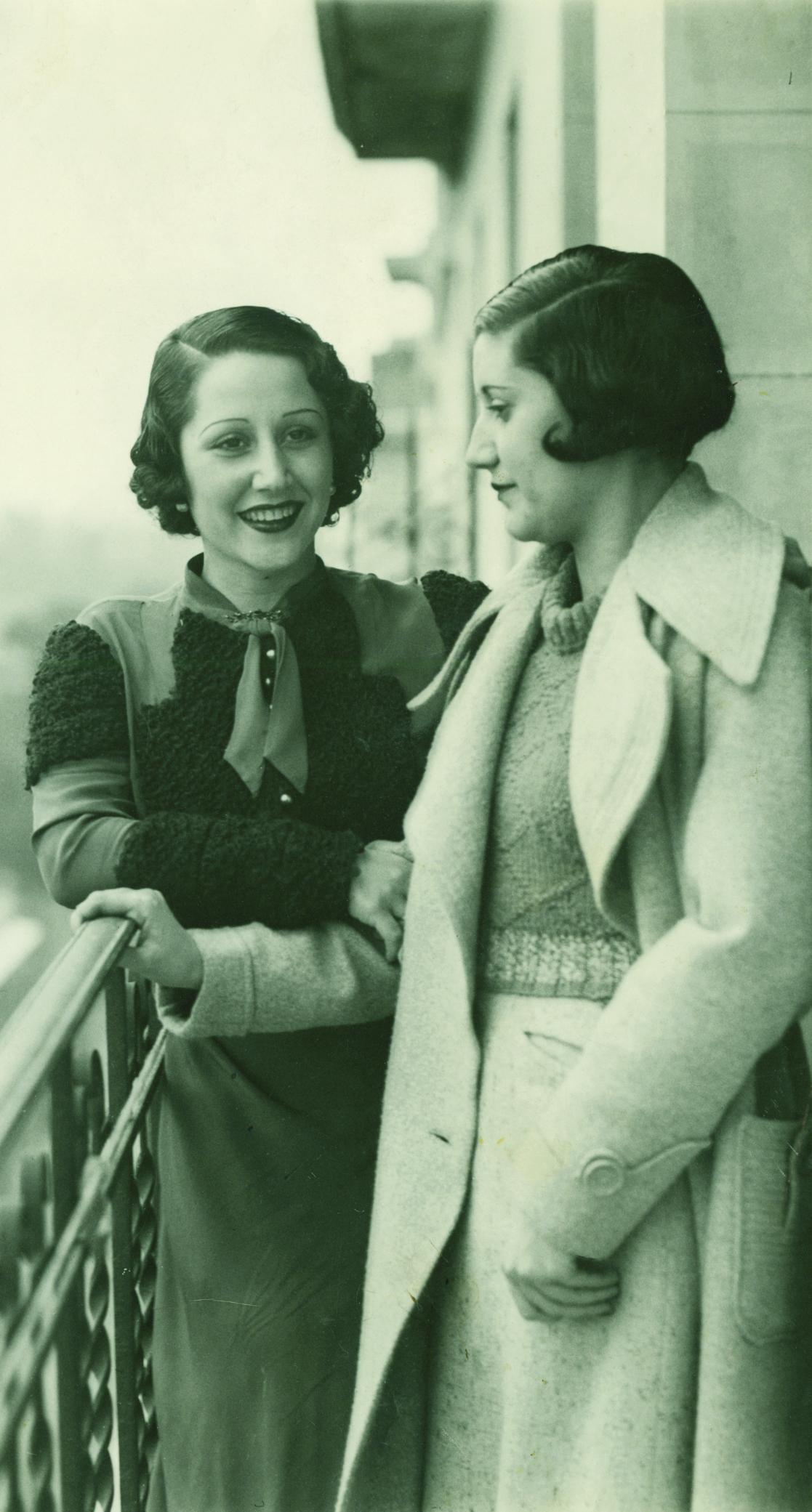 Josefina Carabias con Miss España en 1934