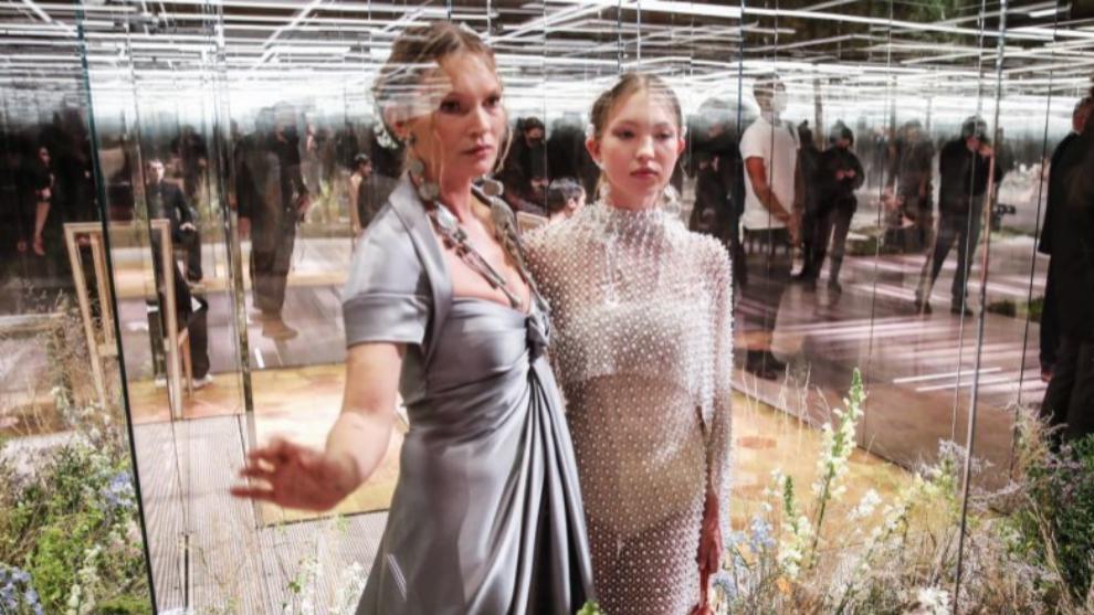 Kate Moss y su hija Lila Grace en el desfile de Fendi.