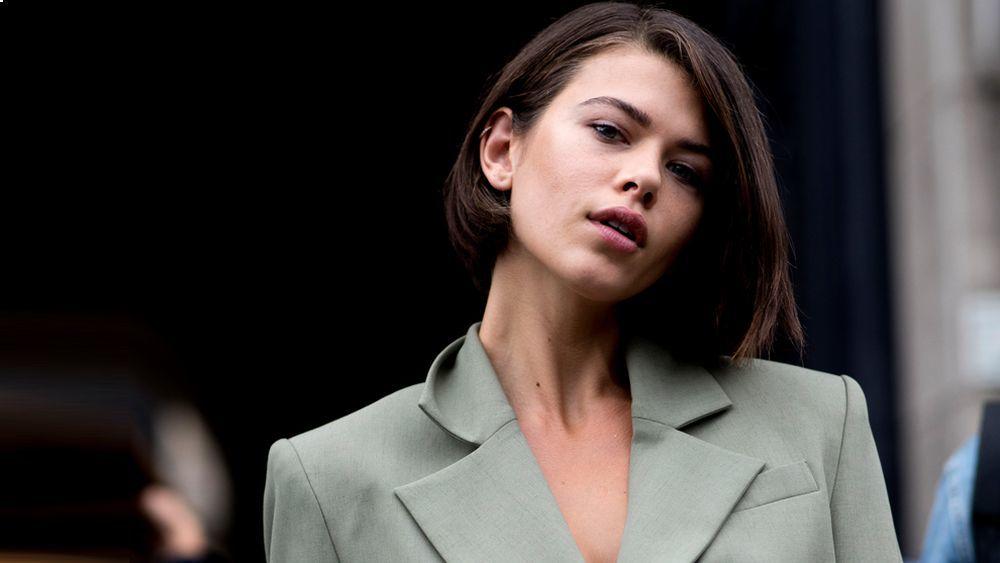Hay estilistas que apuntan que la situación geográfica influye a la hora de cobrar más precios más elevados a los cortes de pelo.