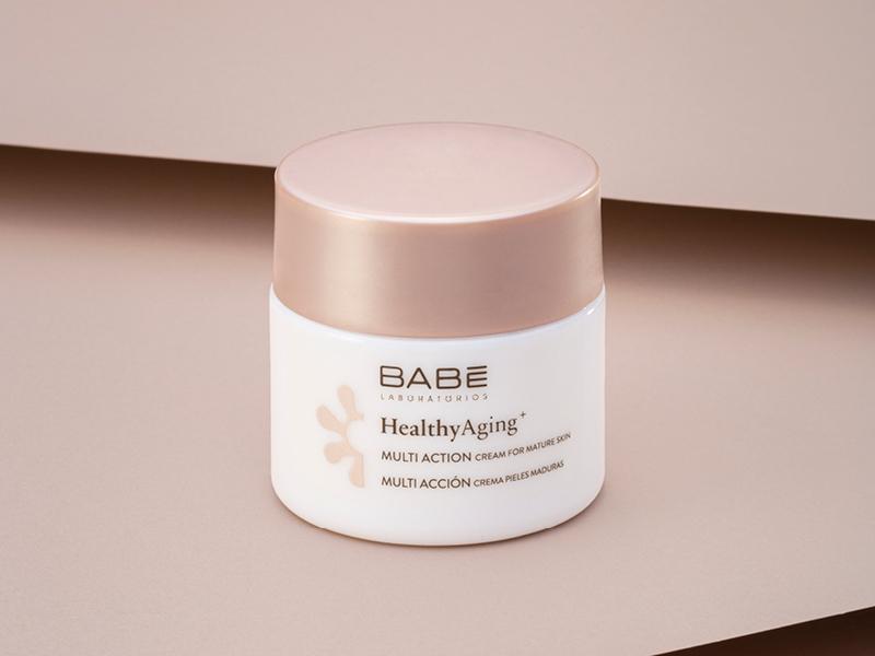 La Crema para Piel Madura Multiacción nutre, reduce las arrugas, reafirma y unifica el tono de piel.
