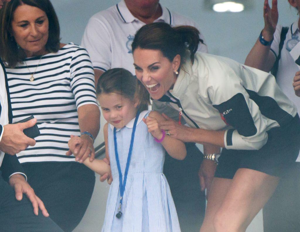 Carole con su hija Kate y su nieta Charlotte.