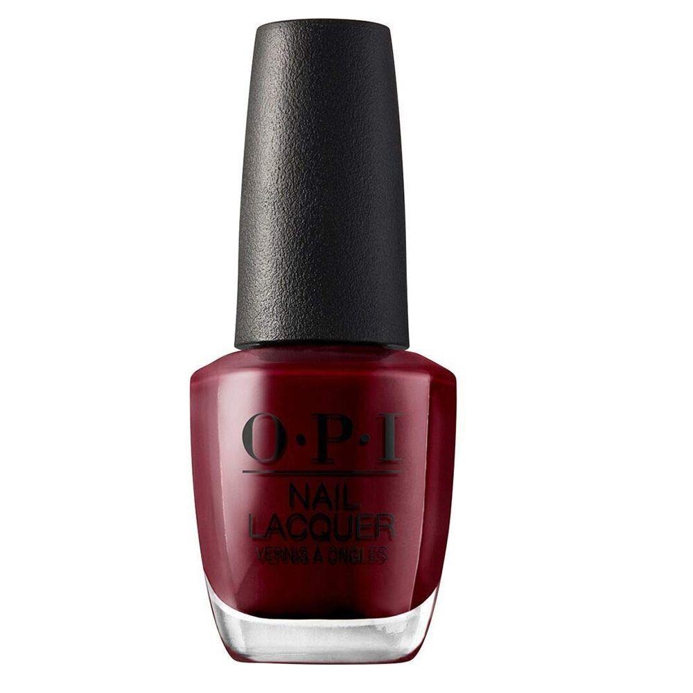 Got the Blues for Red de OPI en tono cereza oscuro.