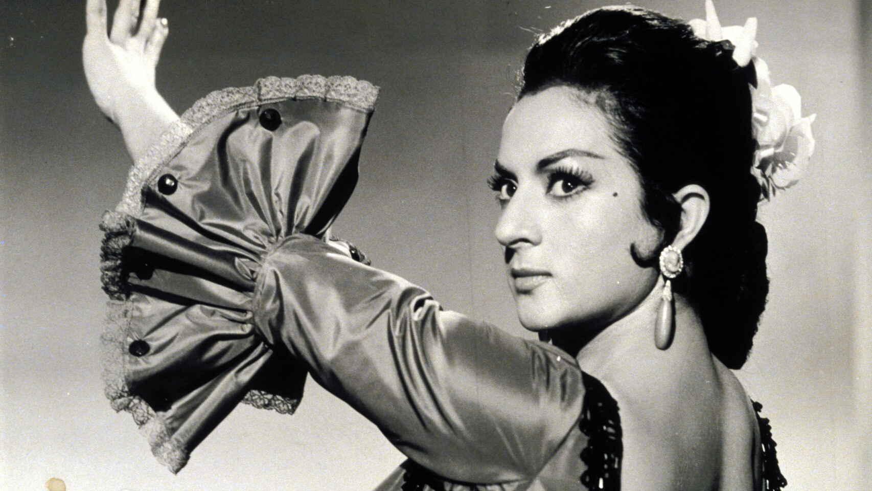 Lola Flores, madre de Lolita, Antonio y Rosario, falleció el 16 de mayo de 1995.