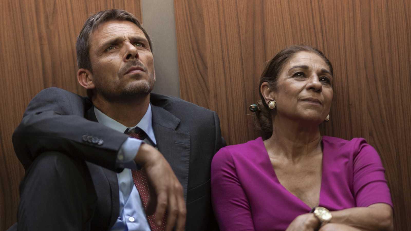 """Lolita Flores junto a Luis Mottola en la obra """"Llévame hasta el cielo"""", una de sus últimas incursiones en el teatro."""