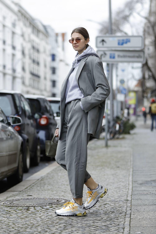 La blazer se adocia con prendas deportivas.