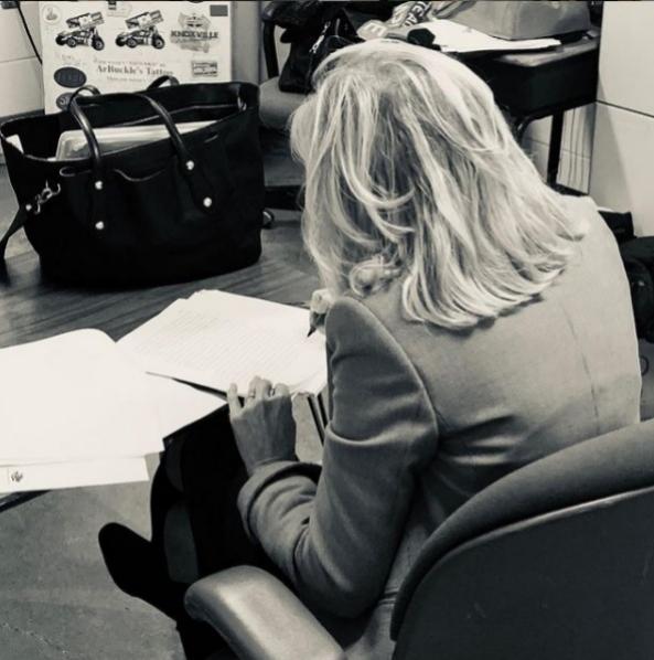 Jill Biden trabajando.