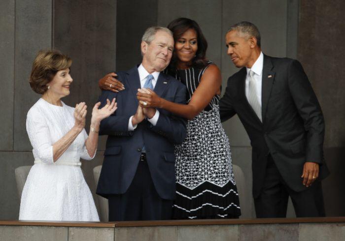 Los Obama y los Bush.