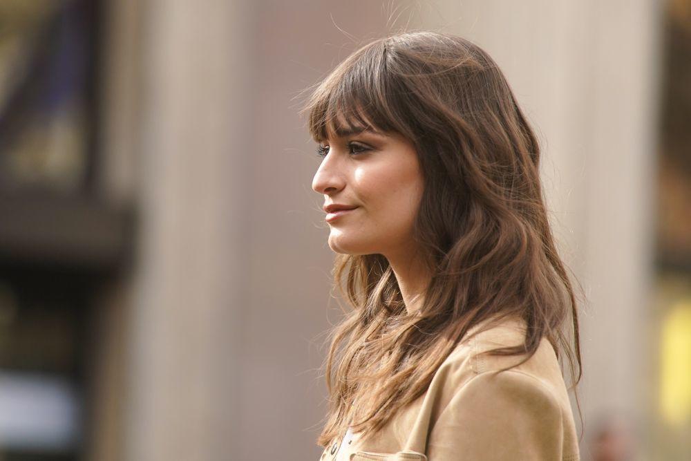 Clara Luciani se ha convertido en nuestra musa a la hora de cambiar de look con un flequillo de lo más inspirador para esta temporada.
