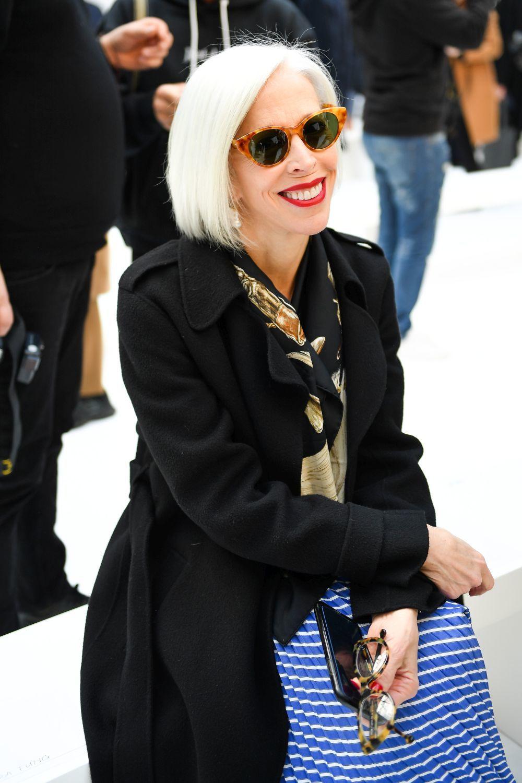 Linda Fargo es un icono de estilo con su media melena bob para su pelo blanco en el front row.