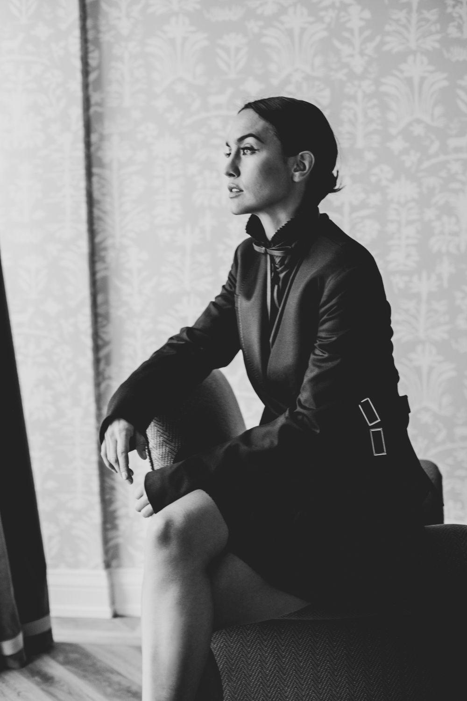 Megan Montaner con vestido blazer de Dior.