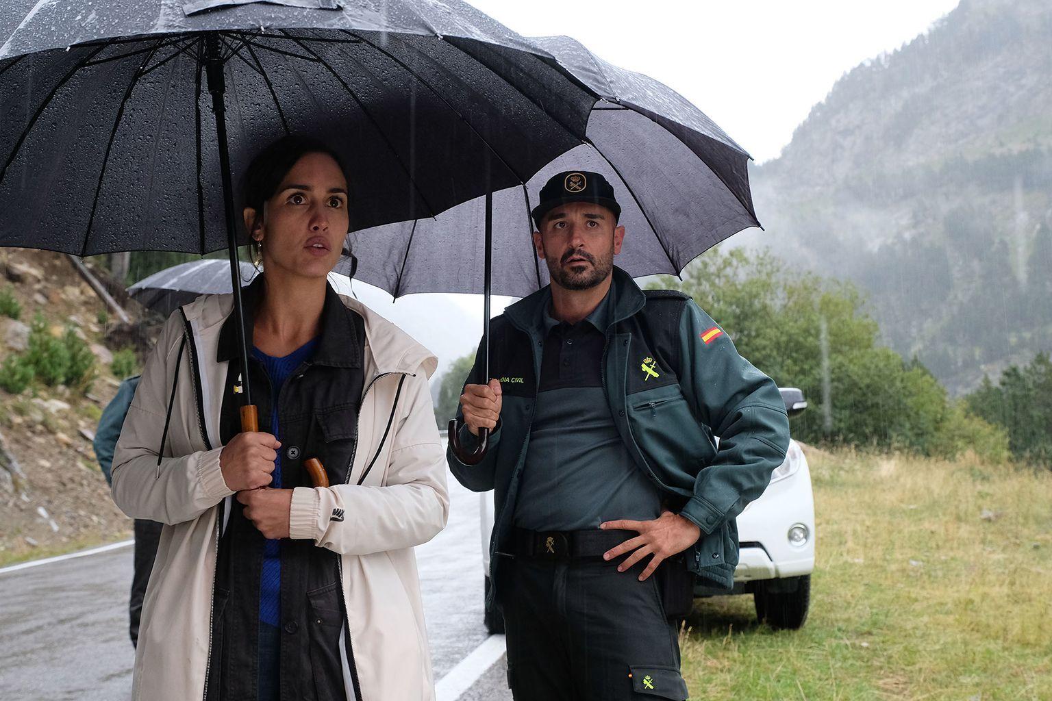 """Megan Montaner y Alain Hernández en la serie """"La caza"""", de TVE."""