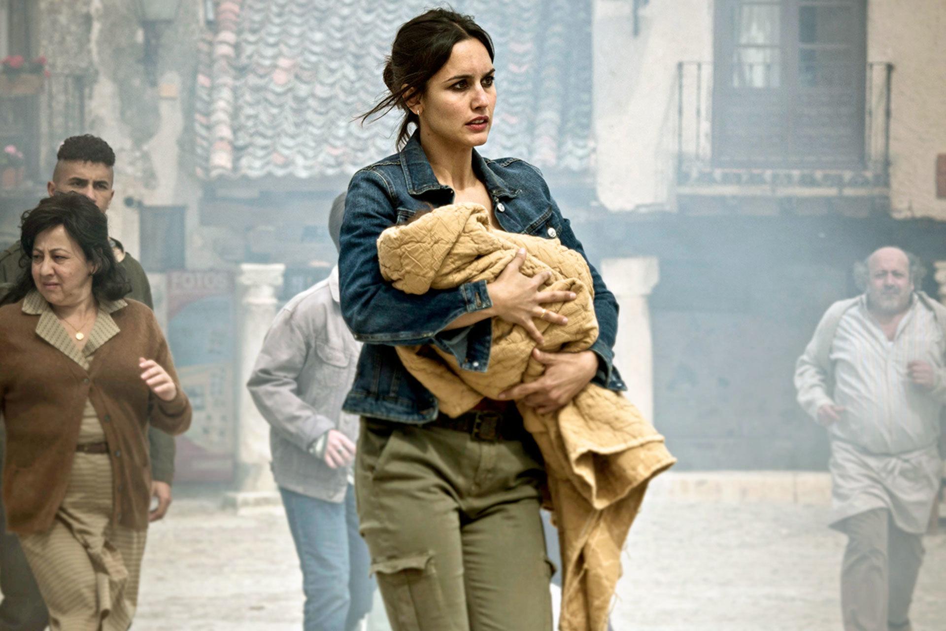 """Megan Montaner interpreta a Elena, la veterinaria del pueblo de Pedraza, en la serie """"30 monedas""""."""