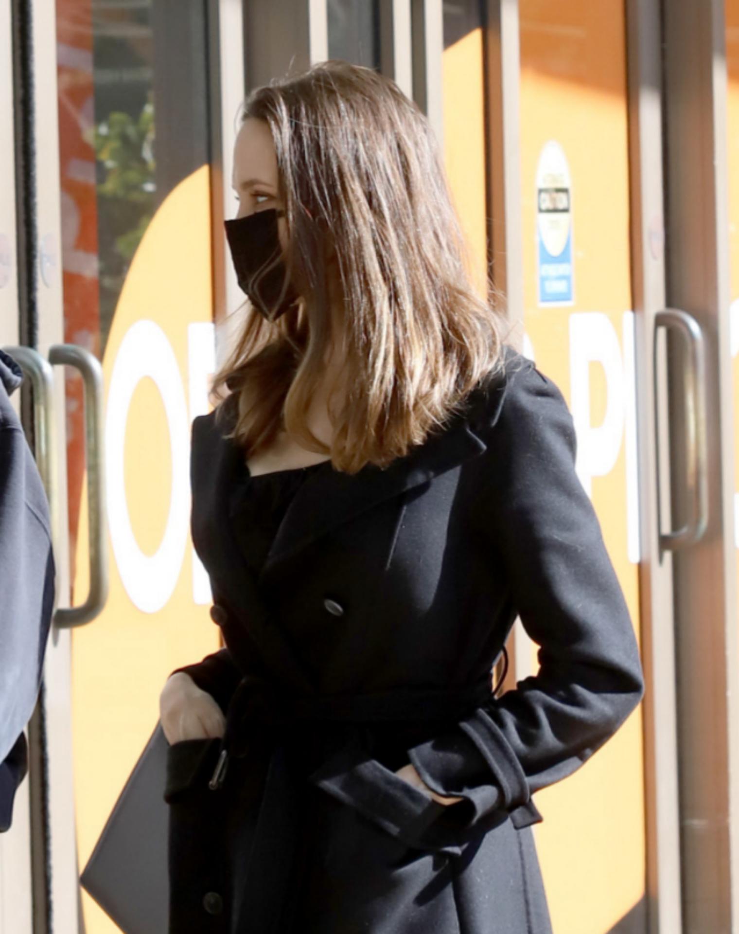 Angelina Jolie de compras en Los Ángeles.
