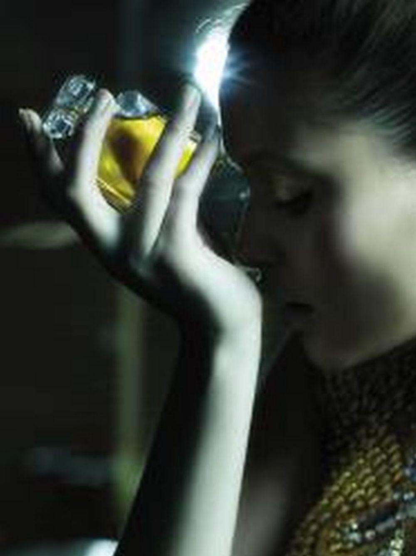 Las mujeres jóvenes pierden con más facilidad el olfato. A muchas les cuesta recuperarlo.