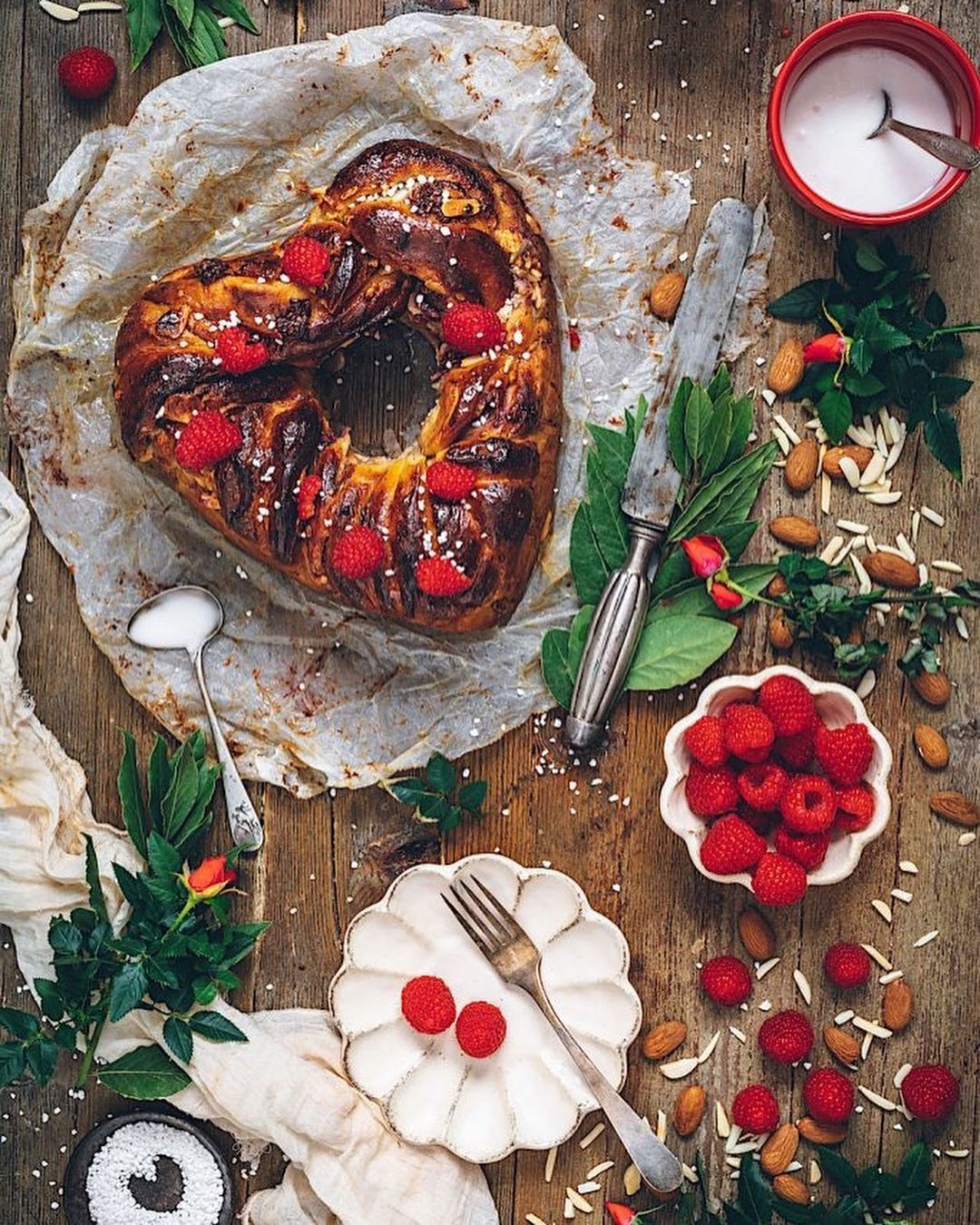 Babka de chocolate blanco y frambuesas
