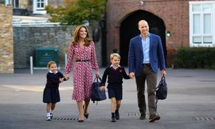 Los príncipes de Gales con sus hijos, que acuden a un colegio privado...