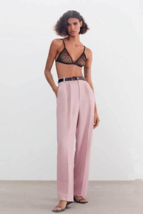 Pantalones de Zara oversize.