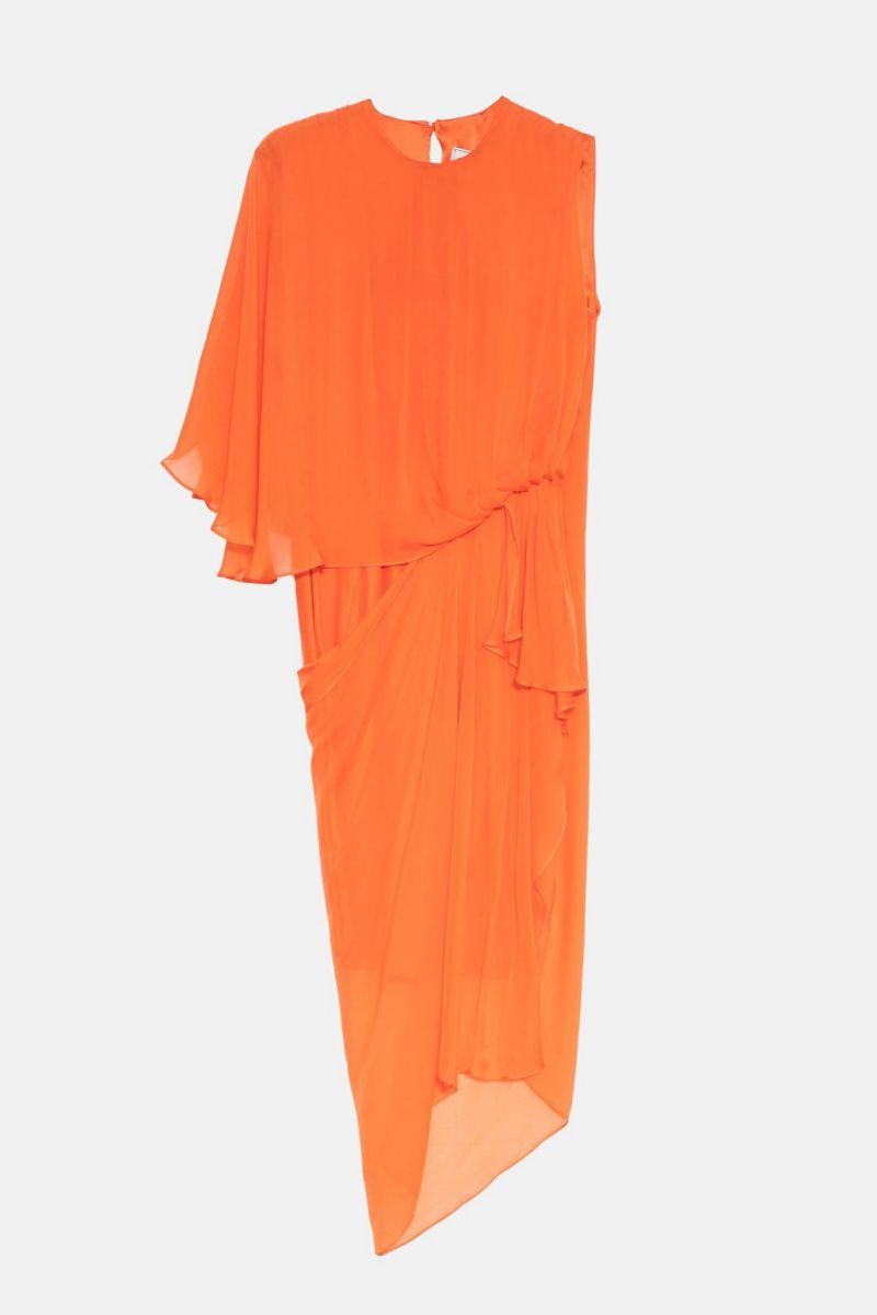 Vestido naranja con manga asimétrica