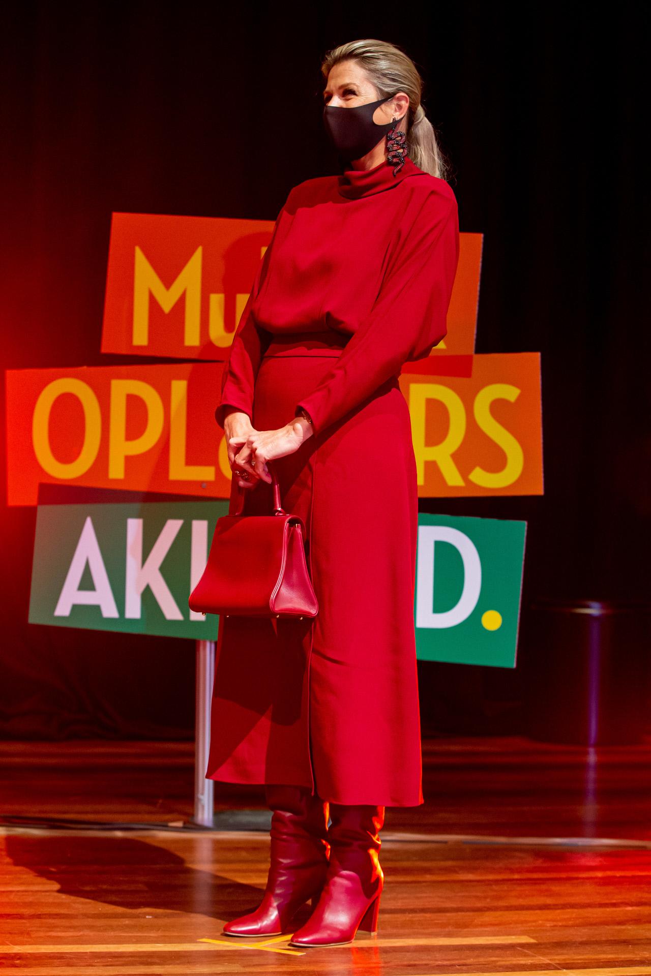 Massima de Holanda con vestido de Massimo Dutti.