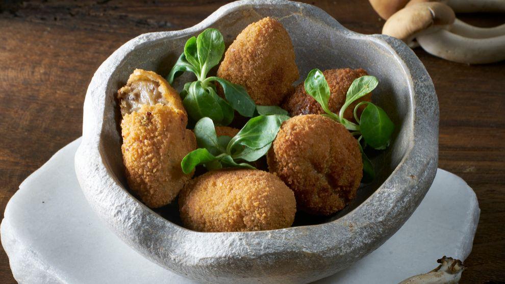 Croquetas de cocido con pollo.