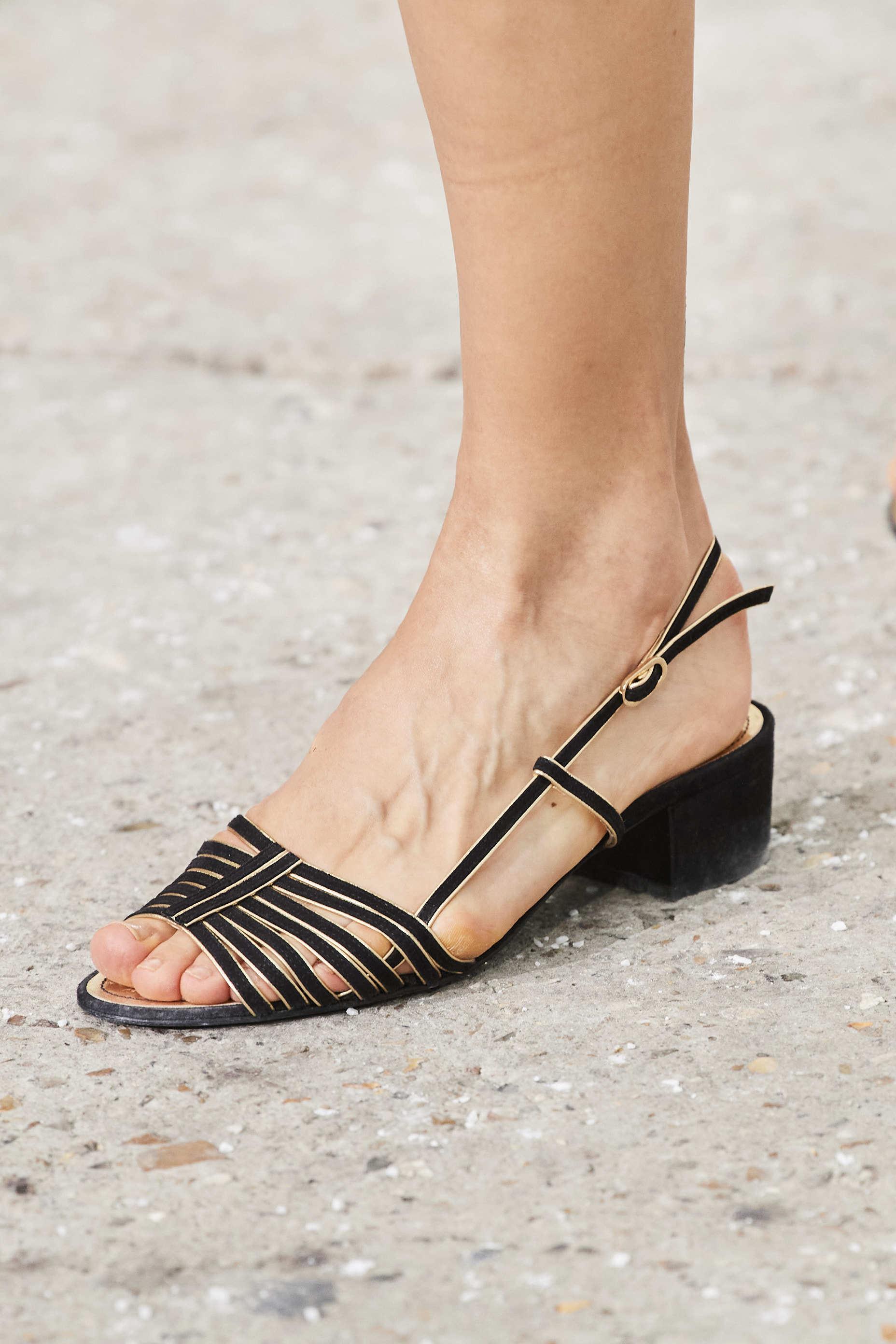 Las sandalias de Chanel.