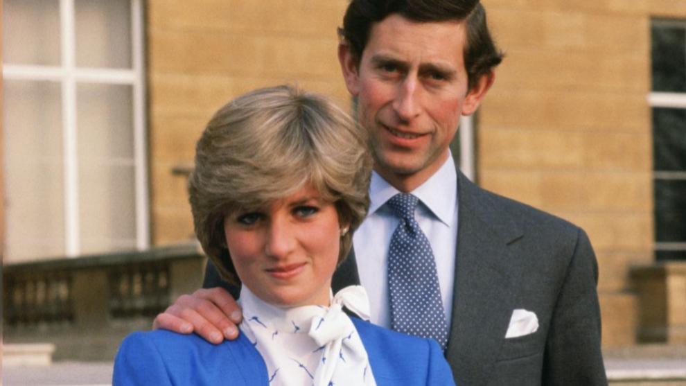 El príncipe Carlos y Diana de Gales, el día de su pedida.