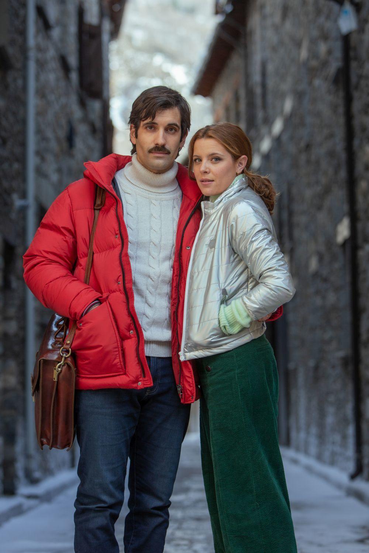 """""""A mil kilómetros de la Navidad"""" está protagonizada por Tamar Novas y Andrea Ros."""