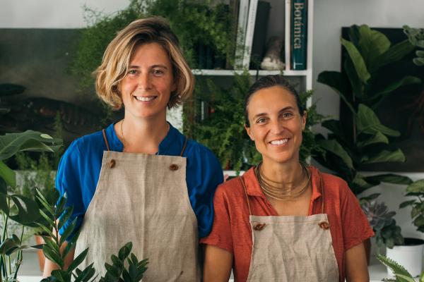 Clara Muñoz-Rojas y Belén Moreu son las fundadoras de Rent a Garden, un estudio de decoración enfocado a proyectos de jardín y paisajismo.