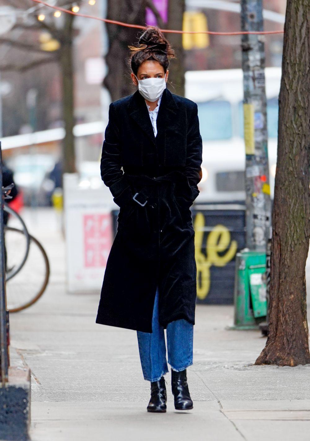 Katie Holmes con botas de Aera.
