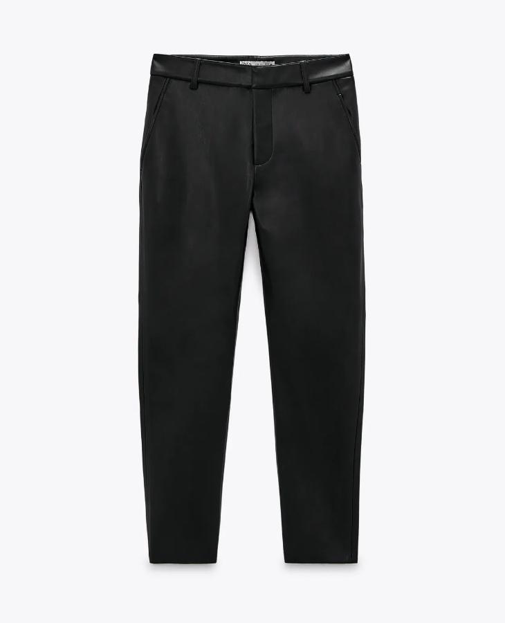 Pantalón efecto piel de Zara.