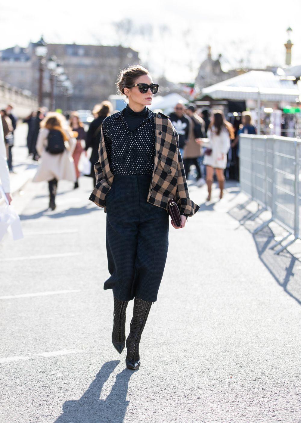 Olivia Palermo asistiendo al desfile de Dior.