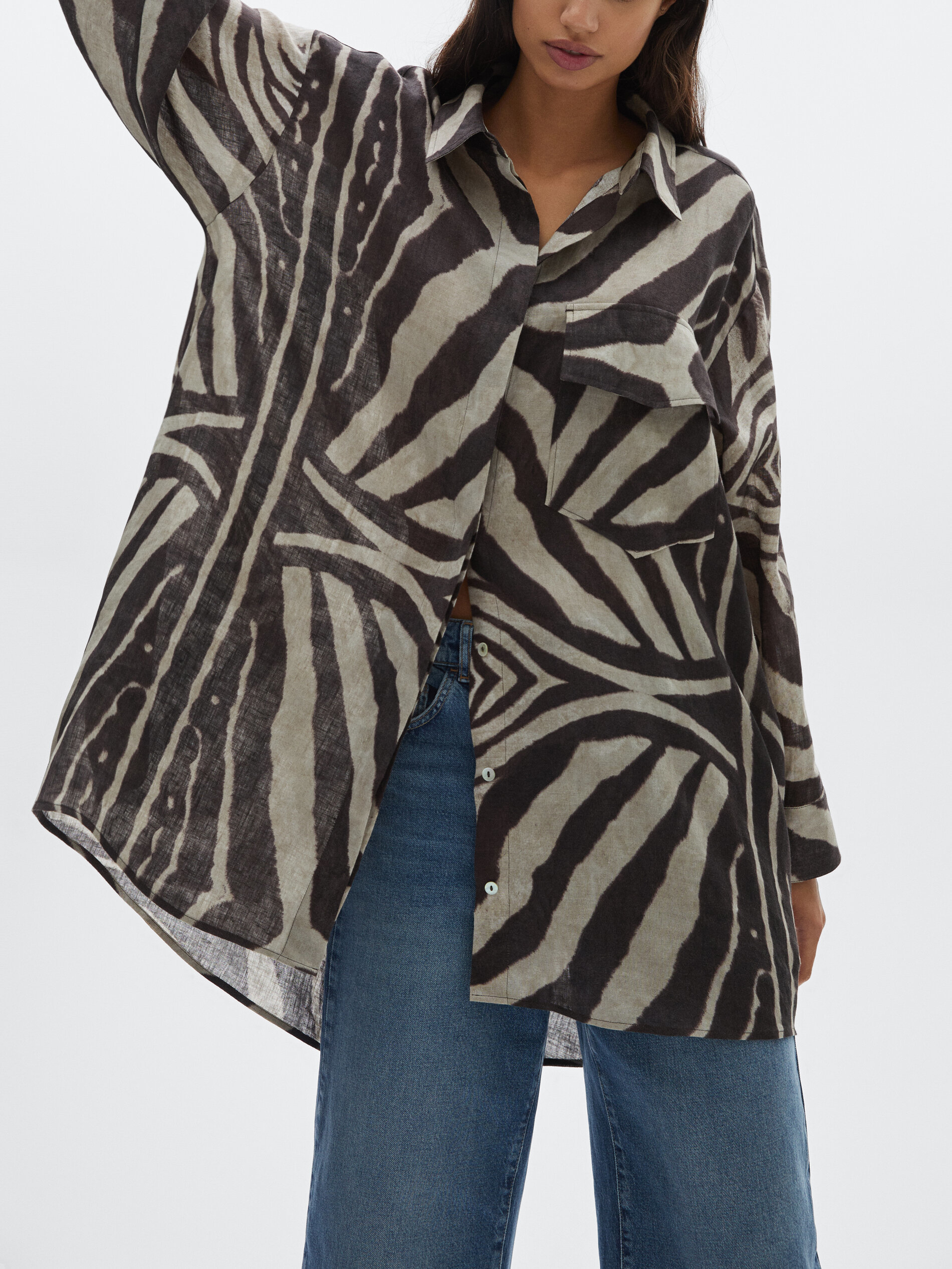 Camisa con estampado cebra de lino.