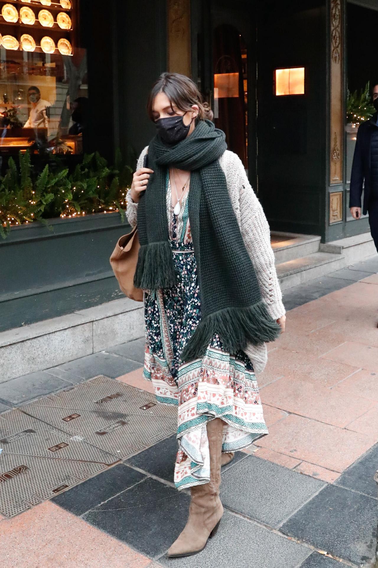Sara Carbonero en Madrid con look de estilo bohemio.