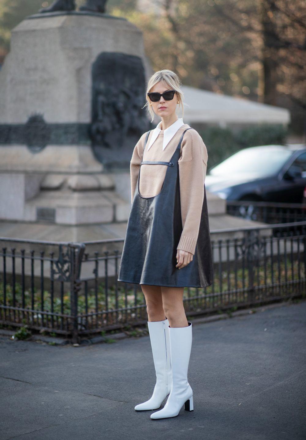 Linda Tol con vestido mini.