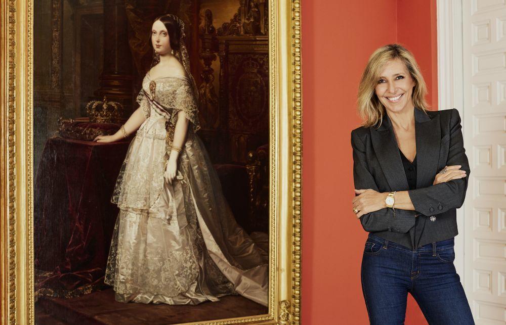 Marta Robles ante el Retrato de Isabel II (1844), de Federico de...