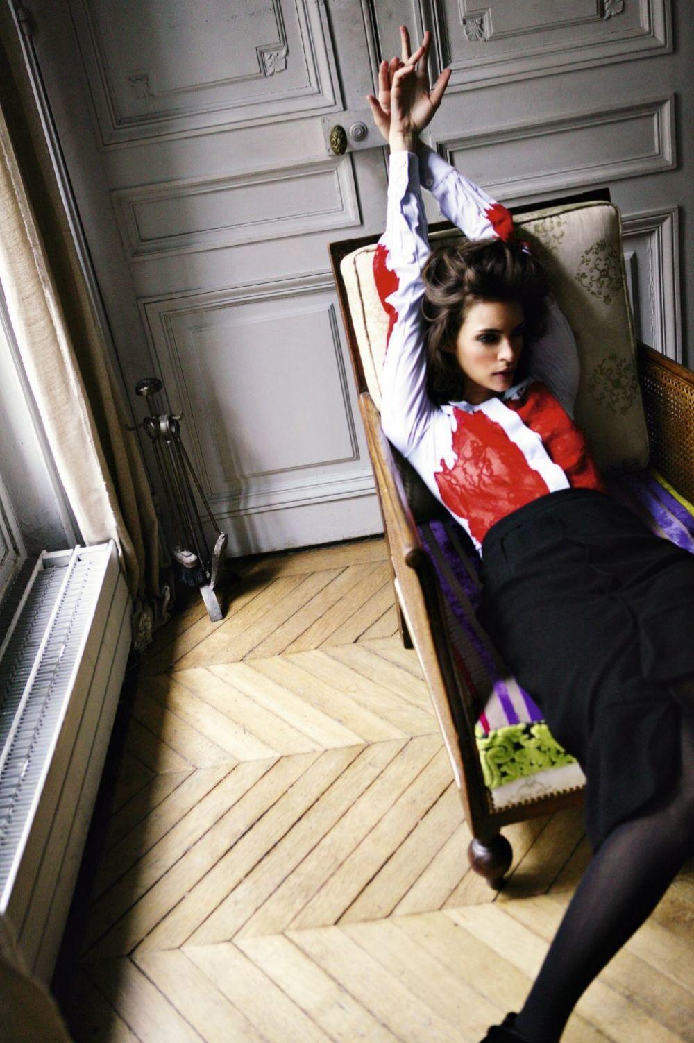 Si tienes tendencia a dormirte en el sofá puedes evitarlo concentrando tu atención en alguna actividad.